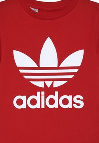 adidas Originals - TREFOIL - Print T-shirt - red - 3