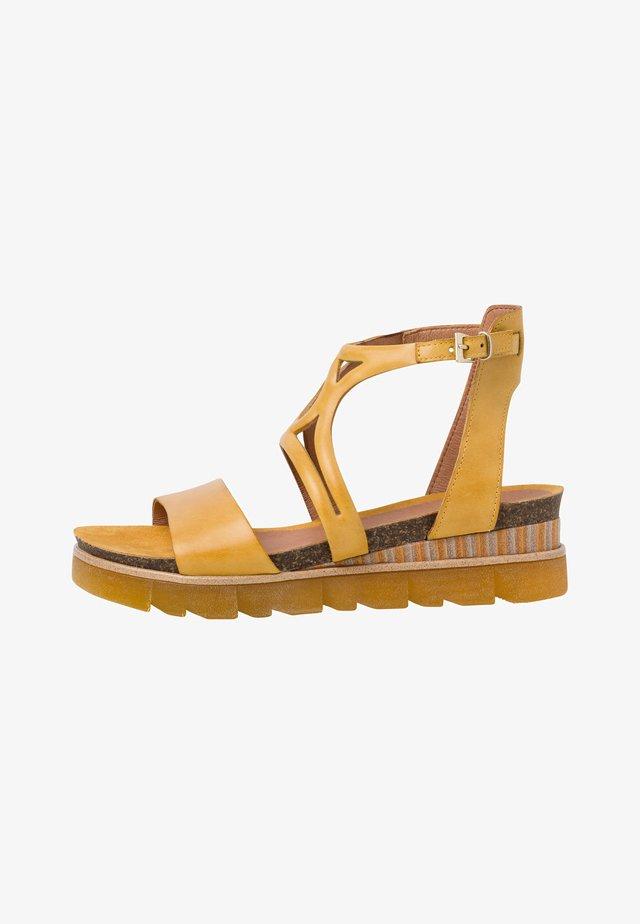 Sandales à plateforme - saffron antic