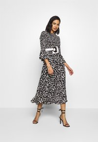 Who What Wear - THE SMOCKED MIDI DRESS - Day dress - black / white - 1
