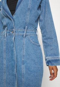 Missguided - BLAZER FIT DRESS  - Halflange jas - mid blue - 6