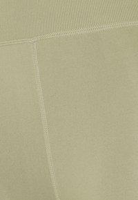 Cotton On Body - LIFESTYLE SEAMLESS 7/8 YOGA  - Medias - oregano - 6