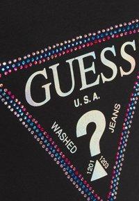 Guess - FREDA TEE - T-shirt imprimé - jet black - 4