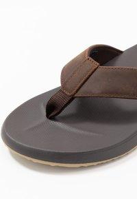 Reef - CUSHION BOUNCE PHANTOM - Sandály s odděleným palcem - brown/tan - 5
