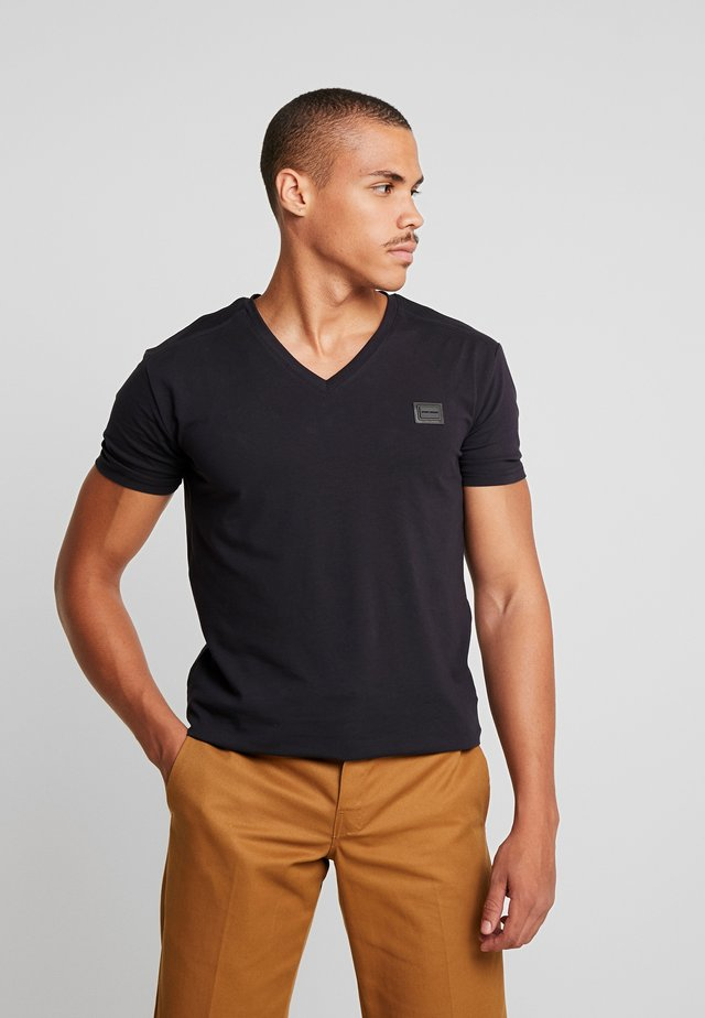 SPORT V-NECK WITH METAL PLAQUETTE - Jednoduché triko - blu notte