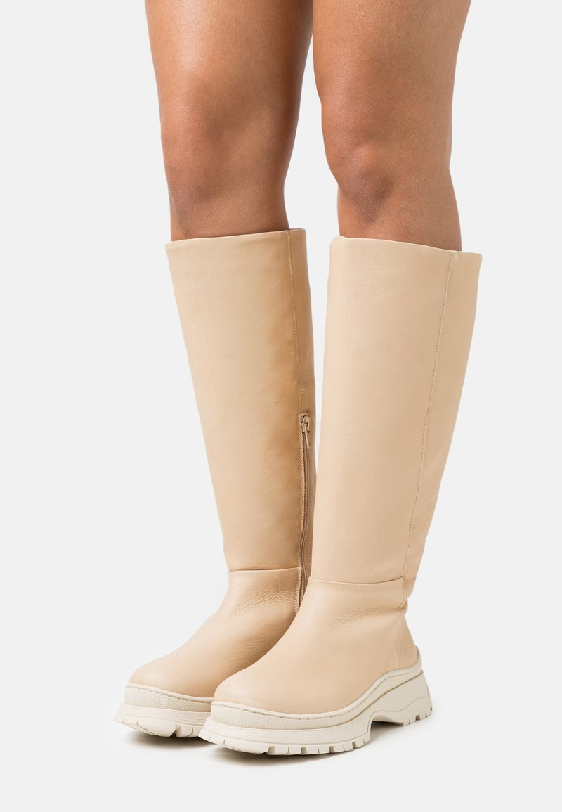 Selected Femme - SLFLUCY HIGH SHAFTED BOOT  - Kozačky na platformě - sand