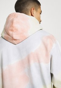 Obey Clothing - SUSTAINABLE TIE DYE - Collegepaita - multi coloured - 6