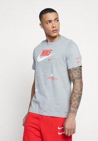Nike Sportswear - TEE - Print T-shirt - grey heather - 0