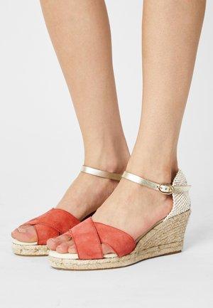 LIFANA - Platform sandals - rose/or
