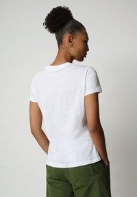 Napapijri - SEOLL - Print T-shirt - bright white - 1