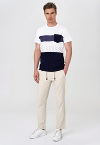 INDICODE JEANS - BOULWARE - Trousers - fog - 1