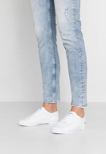 BASIC - Sneakersy niskie - dentelle