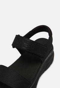 Skechers Sport - D'LUX WALKER - Sandały na platformie - black - 7