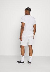 CLOSURE London - BOX LOGO TWINSET SET - Print T-shirt - white - 2