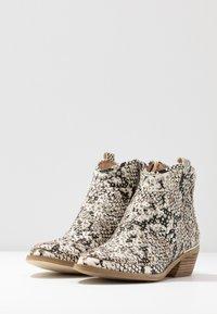 Alma en Pena - Ankle boots - white - 4