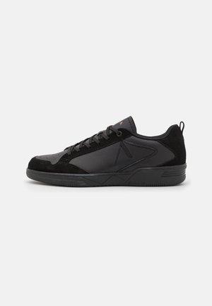 VISUKLASS UNISEX - Sneakers laag - triple black
