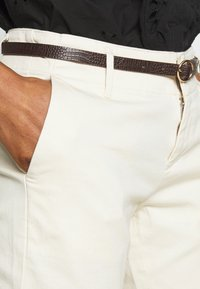 Scotch & Soda - WITH BELT - Chinos - antique white