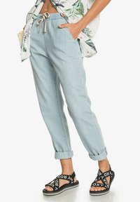 Roxy - MIT RELAXED FIT  - Relaxed fit jeans - light blue - 3
