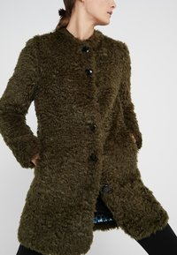 Steffen Schraut - VINTAGE FASHION COAT - Short coat - urban green - 5