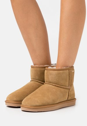 BOBBY JANE - Classic ankle boots - chestnut