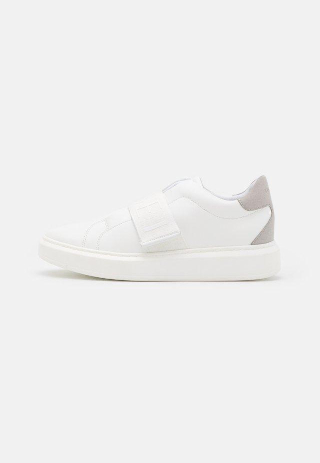 BASSA BANDA LOGATA - Sneakersy niskie - bianco ottico