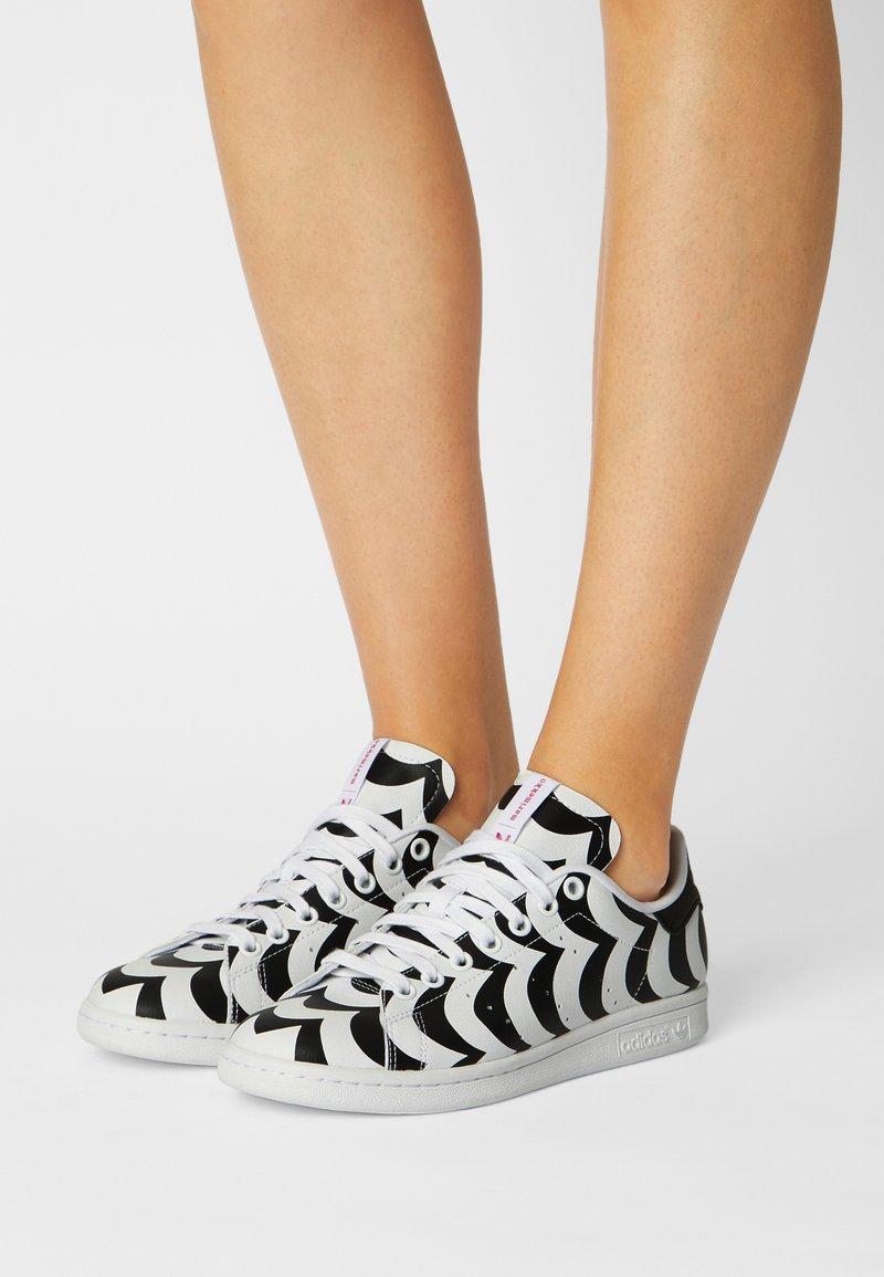 adidas Originals - STAN SMITH - Sneakers laag - team real magenta/white