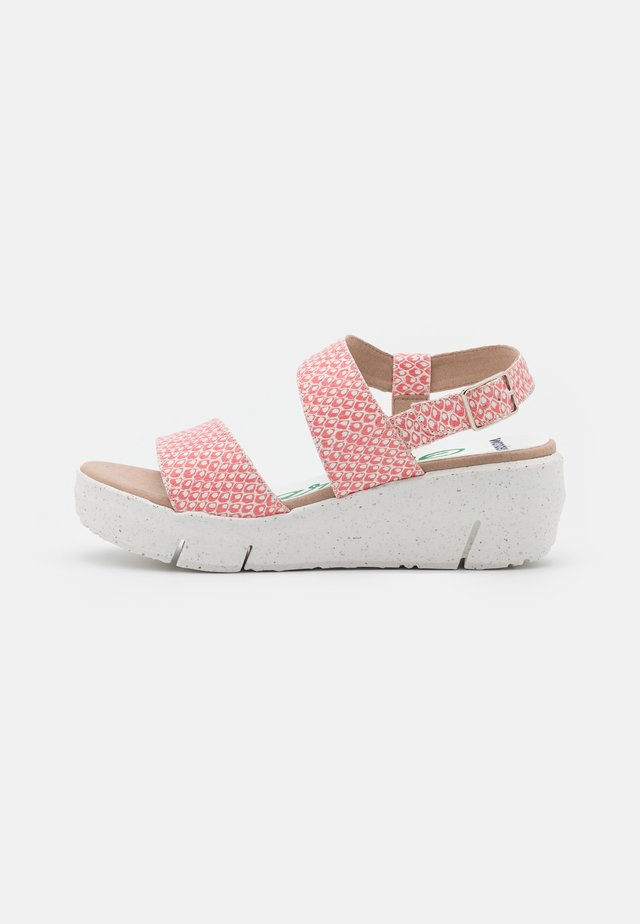 Sandały na platformie - coralus mora