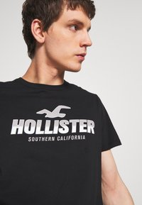 Hollister Co. - PRINT MOTOSPORT - Camiseta estampada - black - 4