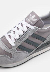 adidas Originals - ZX 500 UNISEX - Trainers - grey four/grey six/grey three - 7