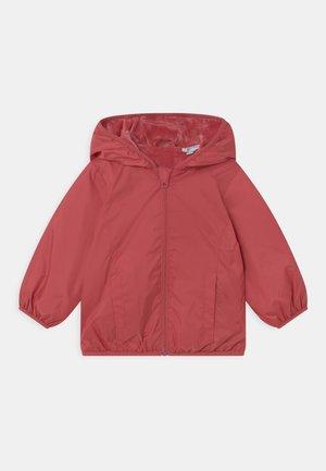 NEWBORN RAIN - Lehká bunda - garnet rose
