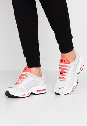 AIR MAX TAILWIND - Sneaker low - vast grey/laser crimson/white