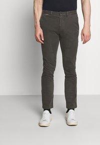 Tommy Hilfiger - DENTON FLEX  - Chino kalhoty - grey - 0