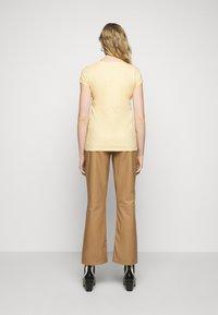 DRYKORN - AVIVI - Basic T-shirt - orange - 2