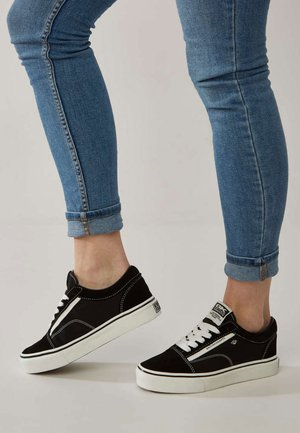 Sneakers laag - black/white