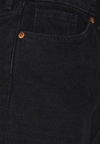Monki - AGATHA CULOTTES - Shorts di jeans - black dark - 8