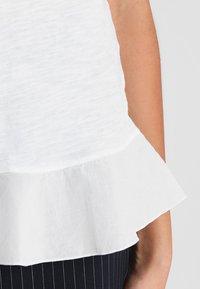 Rich & Royal - SLUB PEPLUM - T-shirts med print - white - 6