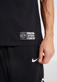 Nike Performance - TEE  - Print T-shirt - black - 5