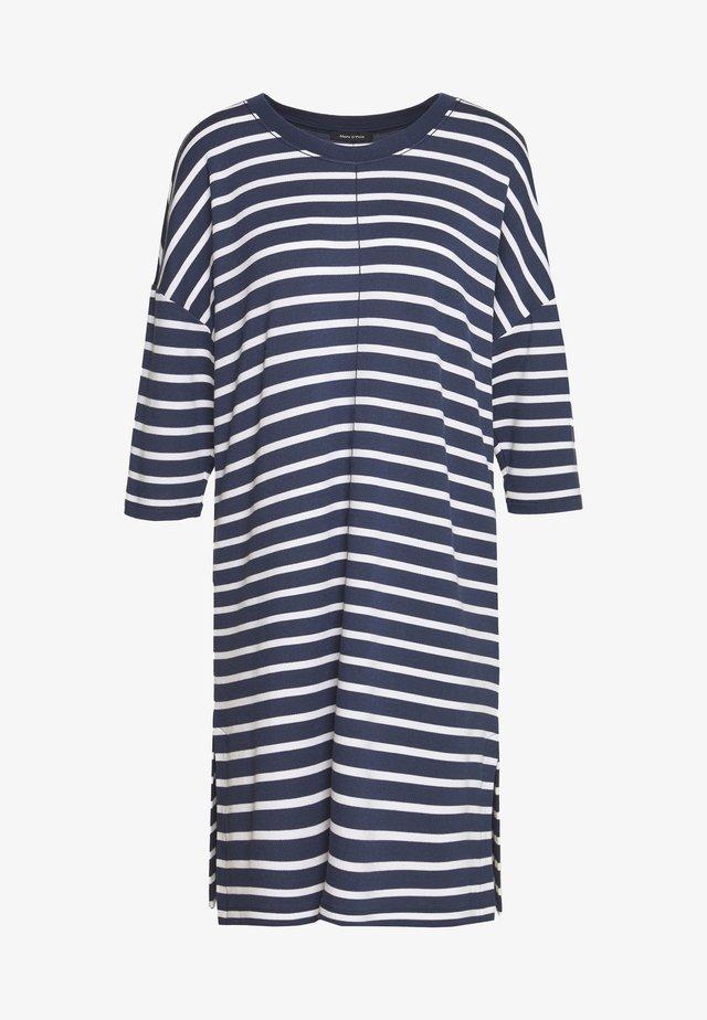 DRESS 3/4 SLEEVE ROUND NECK STRIPED - Vestido informal - silent sea
