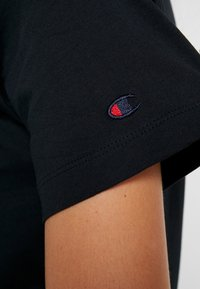 Champion - CREWNECK  - Print T-shirt - black - 5