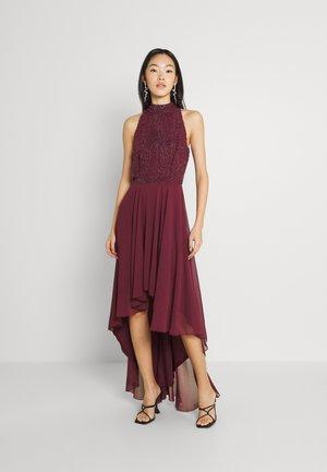 AVERY DRESS - Společenské šaty - burgundy