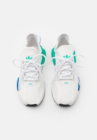 adidas Originals - NMD_R1.V2 BOOST SPORTS INSPIRED SHOES UNISEX - Sneakers - footwear white/core black - 3