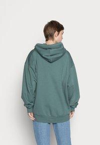 Weekday - HUGE ZIP HOODIE - Zip-up sweatshirt - green - 2