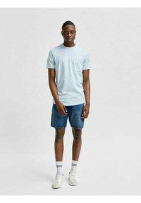 Selected Homme - T-shirt - bas - light blue melange - 1