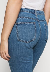 Missguided Plus - WRATH HIGH WAISTED - Straight leg jeans - mid auth blue - 3