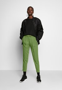 Benetton - TROUSERS - Trousers - khaki - 1