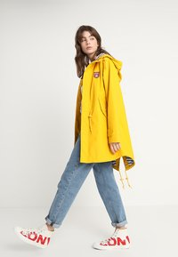 Derbe - TRAVEL FRIESE STRIPED - Parka - yellow/blue - 1
