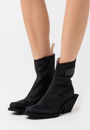 TRONCHETTO NUOVO TACCO CAMPEROS - Kotníkové boty - black