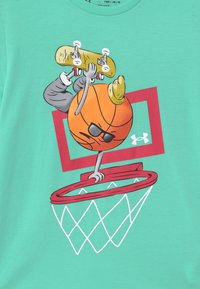 Under Armour - BASKETBALL  - Print T-shirt - comet green - 2