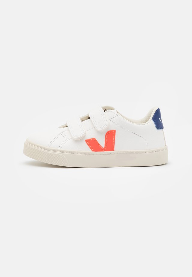 SMALL ESPLAR UNISEX - Sneakers laag - extra white/orange fluo/cobalt