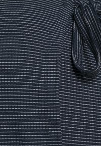 MAMALICIOUS - MLSANDIE TESS DRESS - Vestido ligero - navy blazer/snow white - 2