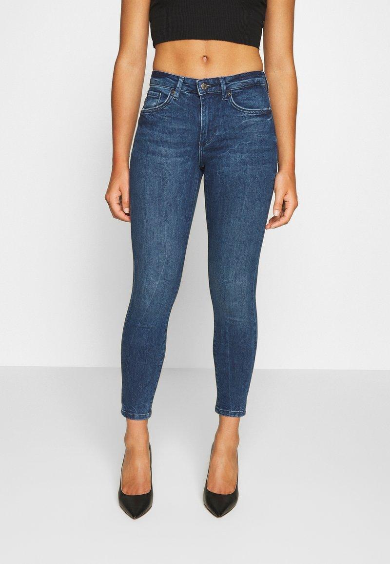 Vero Moda Petite - VMTERESA MR JEAN  - Jeans Skinny Fit - dark blue denim